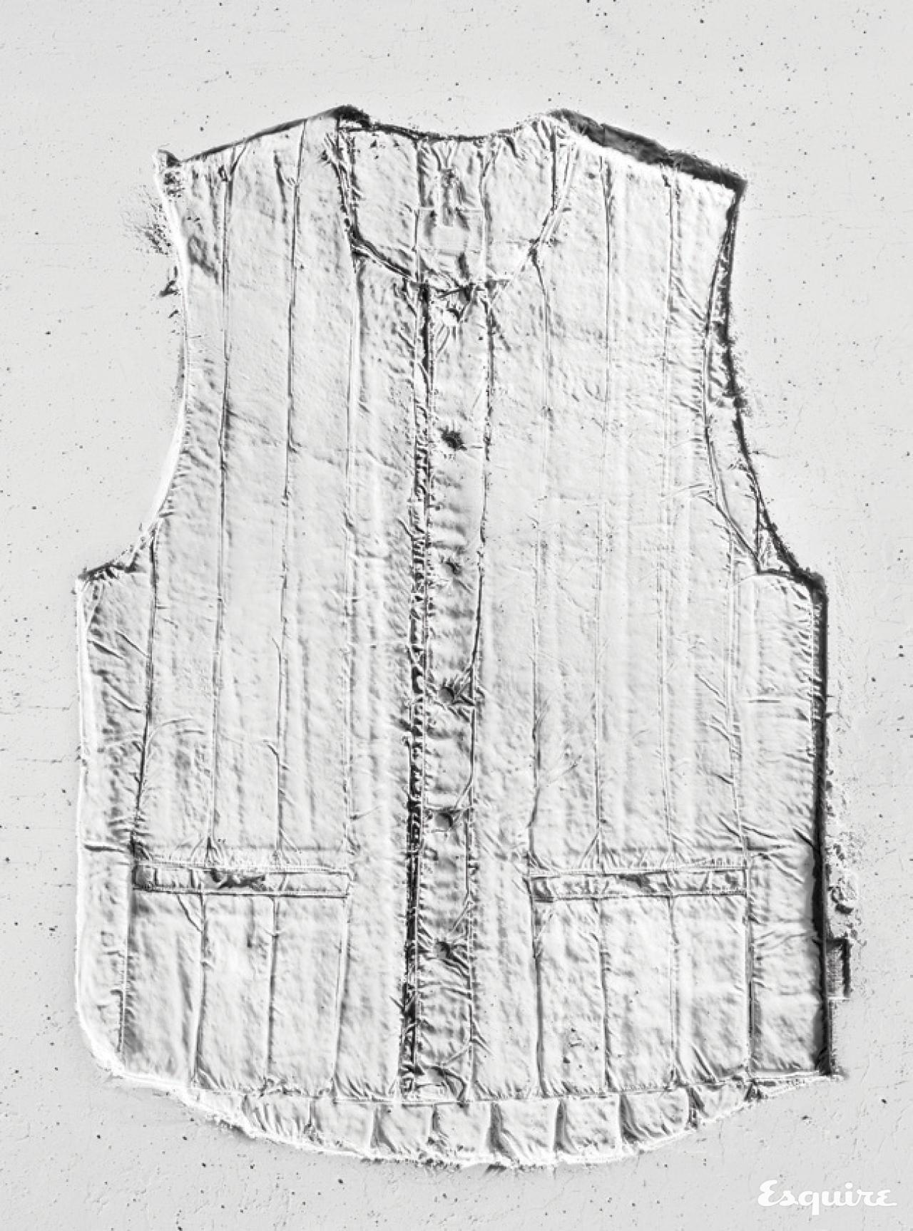 구름처럼 포근한 흰색 패딩 조끼 37만8000원 로키 마운틴 페더베드 by 플랫폼 플레이스.