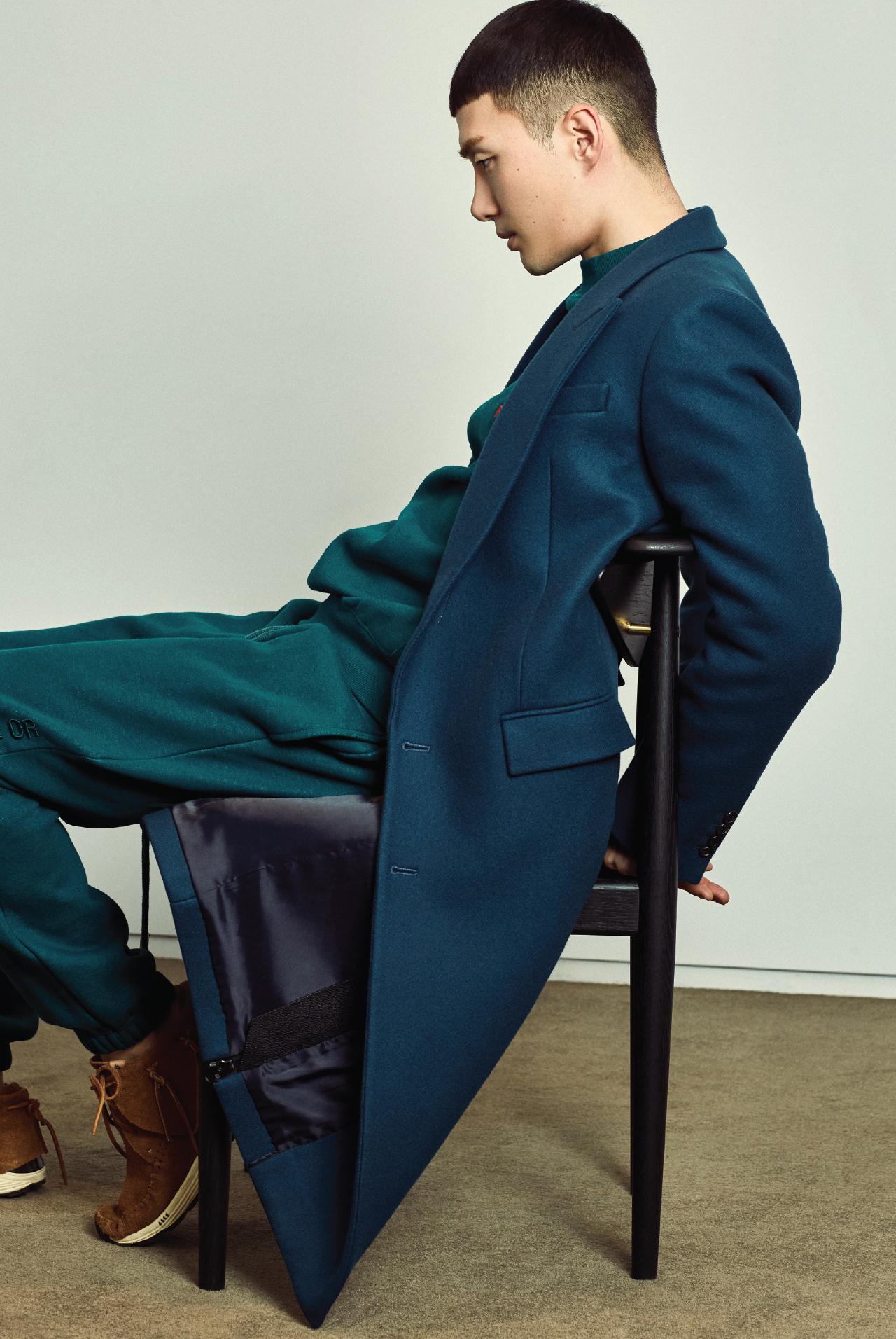 Chair & Me, 의자 - 에스콰이어 Esquire Korea 2017년 1월호