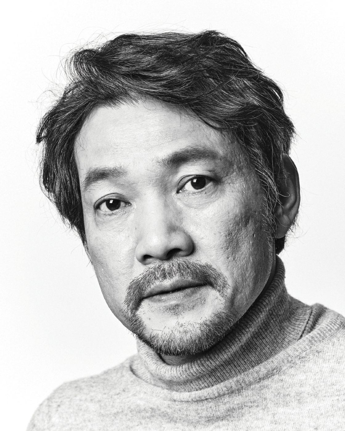 정진영은 지금 예술가로 살고 있는지 스스로 묻는다 - 에스콰이어 Esquire Korea 2017년 1월호