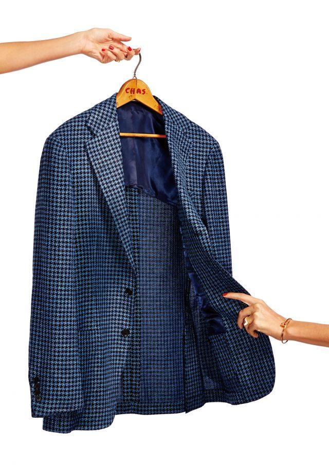 재킷 1950달러 링 재킷. 팔찌 6800달러 까르띠에.