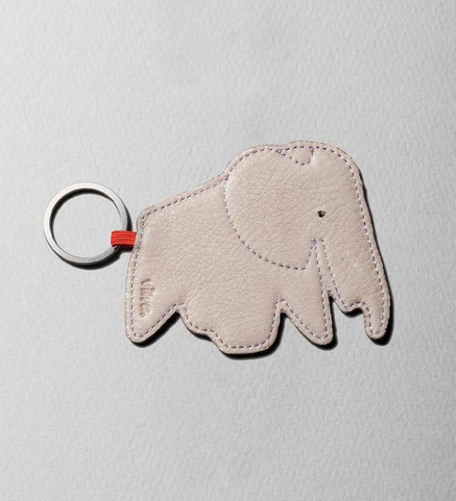 행운을 상징하는 코끼리. 3만4000원 비트라 at 10 꼬르소 꼬모.