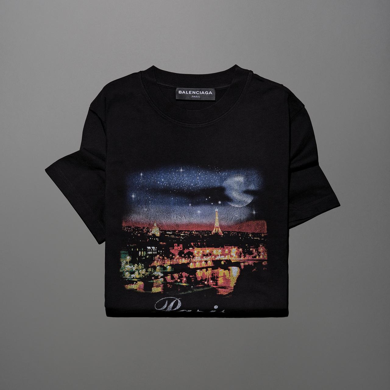 파리의 전경을 그려 넣은 티셔츠 36만원 발렌시아가.