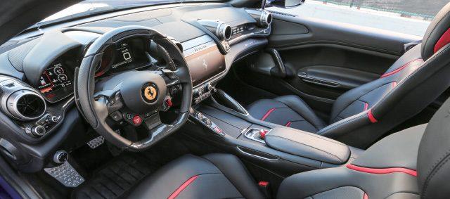 페라리 GT4 루쏘T - 에스콰이어