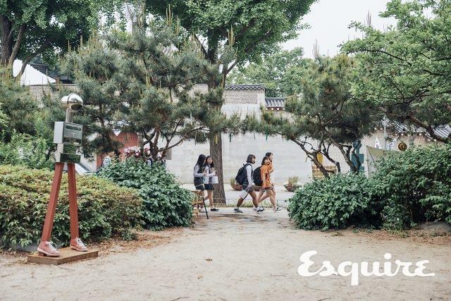 청와대, 통의동 마을마당 - 에스콰이어