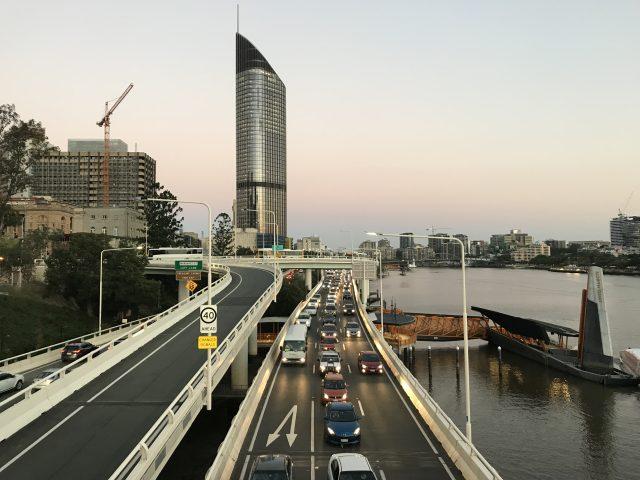 퇴근 시간 브리즈번 강변의 풍경.