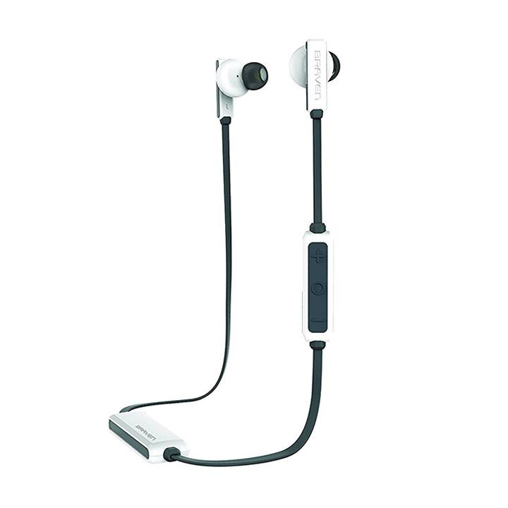 <b>2. Braven Flye Sport</b>  생활 방수가 되는 브레이븐 플라이 스포트 이어폰은 착용감과 음질이 좋다. 12시간까지 사용할 수 있다. 블랙과 화이트 두 색상으로 디자인되었고 가볍게 들고 다닐 수 있는 케이스가 함께 구성되어 있다. 가격도 합리적이다. 7만원대(이베이)