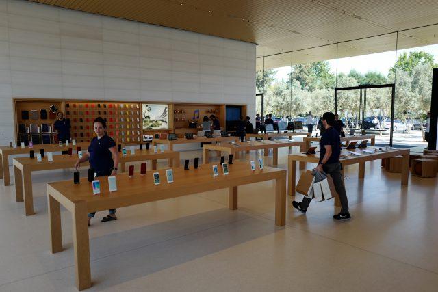 비지터 센터에 있는 리테일 스토어. 애플 이벤트를 위해 오늘 단 하루만 개방했다.