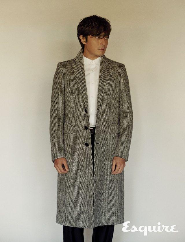코트, 셔츠, 바지, 벨트 모두 가격 미정 버버리.