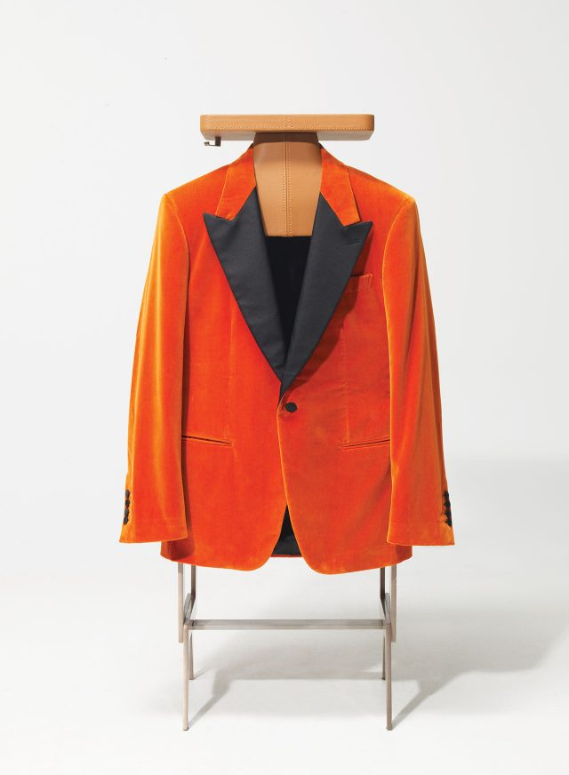'에그시' 재킷. 피크트 라펠, 짙은 오렌지색. 포스터에 나온 옷. 킹스맨 컬렉션. 1295파운드.