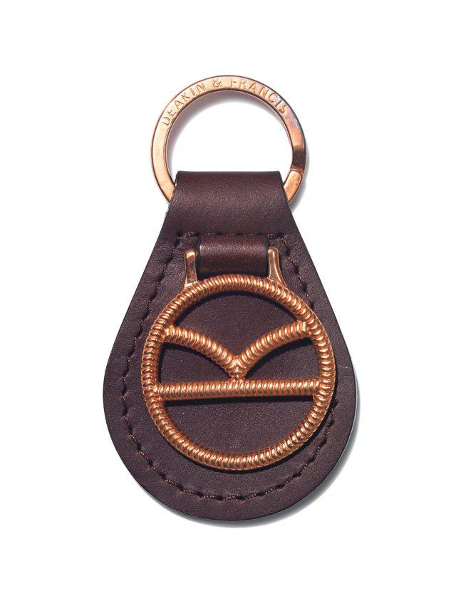 킹스맨의 K 로고로 장식한 열쇠고리. 디킨 앤드 프랜시스는 영국의 커프스링크 전문 브랜드다. 85파운드.