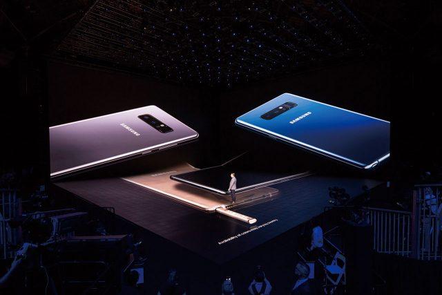 노트8은 딥 씨 블루, 미드나잇 블랙, 오키드 그레이 등 세 가지 색상으로 출시된다. 메이플 골드도 있지만 국내에는 출시하지 않는다.
