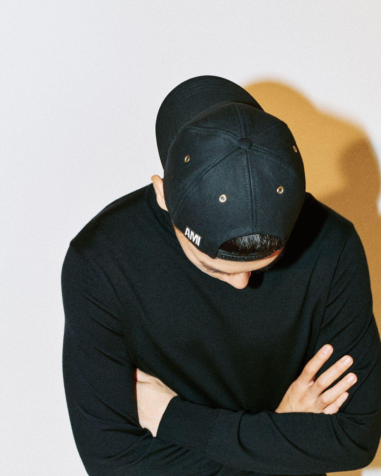 볼캡 9만원대 아미 by 매치스패션닷컴.