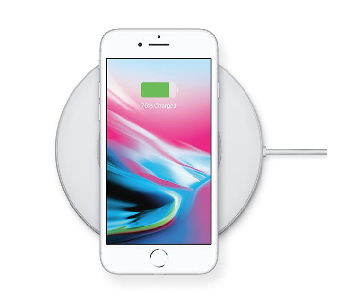 아이폰 8에서는 무선 충전을 지원한다. 이미 상용화된 Qi 표준을 채택했다. 벨킨과 모피(Mophie) 무선 충전기를 사용할 수 있다는 얘기다.