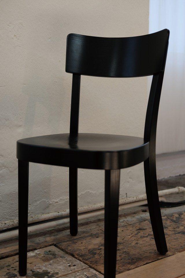 호르겐글라루스 1880년부터 지금까지 나무 의자와 테이블을 만드는 스위스의 가구 전문 기업이다. 나무를 굽혀서 만든 의자가 유명하다. 수십 년은 쓸 수 있을 정도로 튼튼하다. 스위스의 좋은 식당이나 학교에서는 여기 의자를 쓴다.