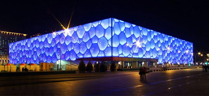 물방울이 유리 상자안에 맺힌 것 같은 외형으로 사랑을 받았던 베이징 국가수영센터