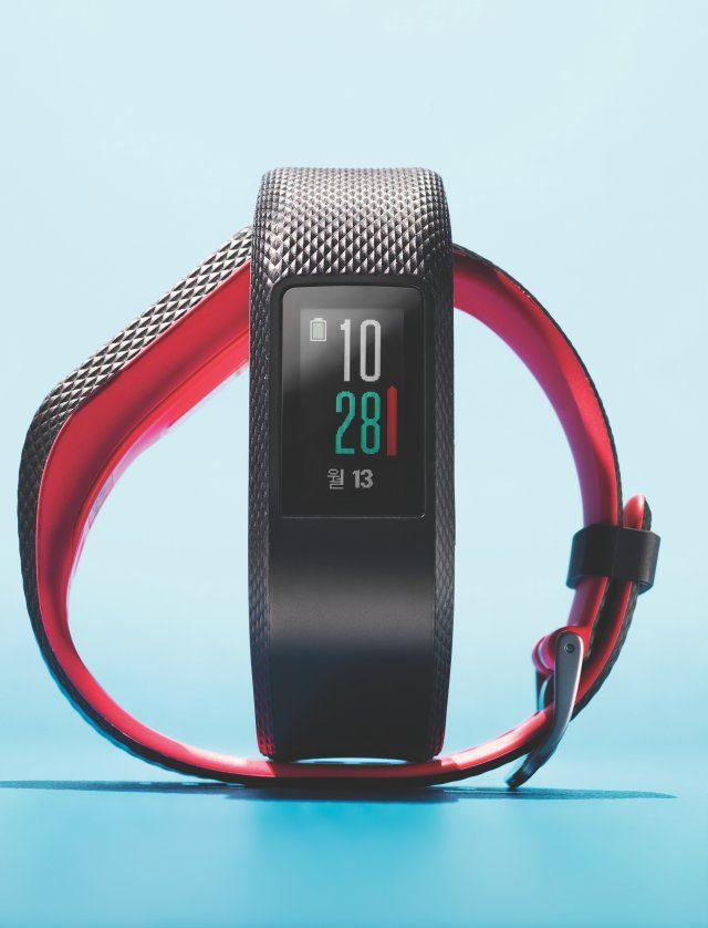가민 비보스포츠 기능 내장형 GPS, 심박계 배터리 최대 7일, 완전 방수 / 무게 24~27g / 가격 26만9000원