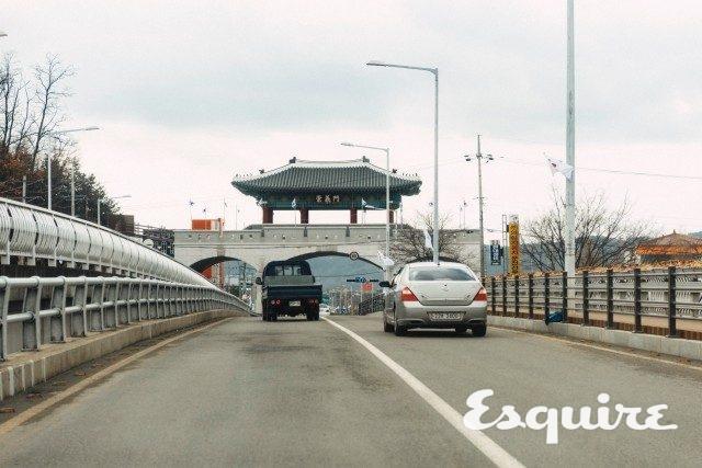 의성에 들어가려면 랜드마크인 숭의문을 통과해야 한다. 전통적으로 생겼지만 의외로 2013년에 만들었다.