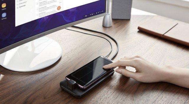 새로운 덱스 스테이션을 통해 갤럭시 S9을 마우스로 활용할 수 있다.