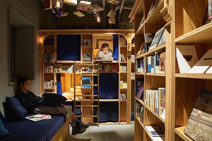 곳곳에 벤치가 있어서 어디서든 책을 읽을 수 있다