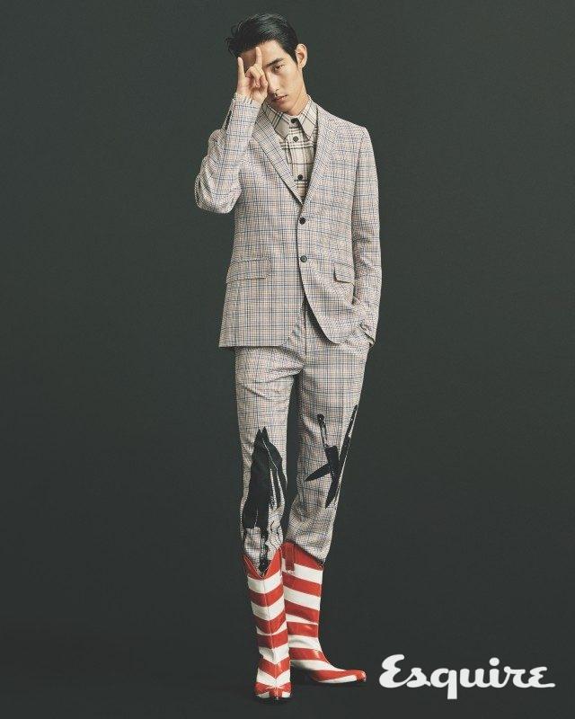 재킷 200만원대, 셔츠 80만원대, 바지 100만원대, 부츠 가격 미정 모두 캘빈클라인 205W39NYC.