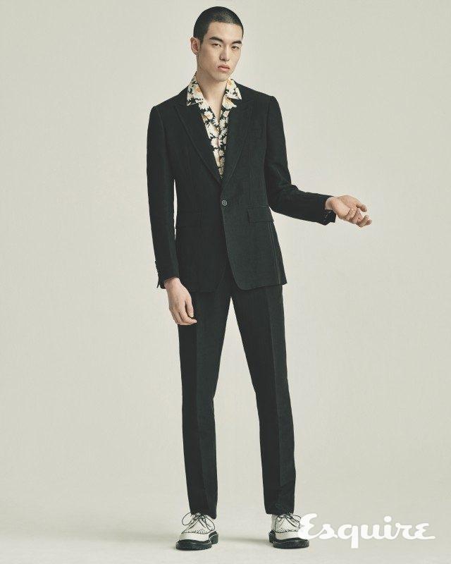 재킷 가격 미정, 바지 가격 미정, 셔츠 48만원, 구두 가격 미정 모두 버버리.