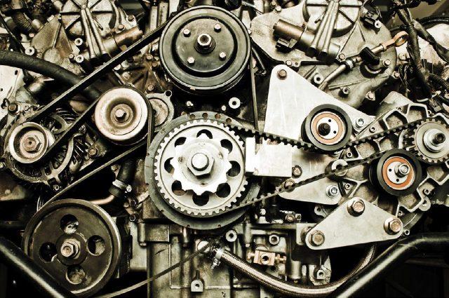 구조는 엔진이 복잡할까, 시계가 복잡할까? 쉽게 답을 내기 어렵다.