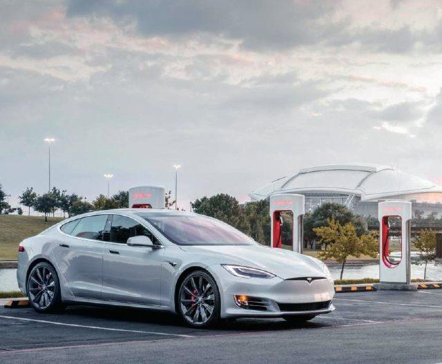 시계와 달리 자동차의 기계적 발전 속도는 눈부시게 빨랐다. 이제는 전기차로 600마력 이상 모터 출력을 발휘하고 한 번 충전에 400km이상 달릴 수 있다.