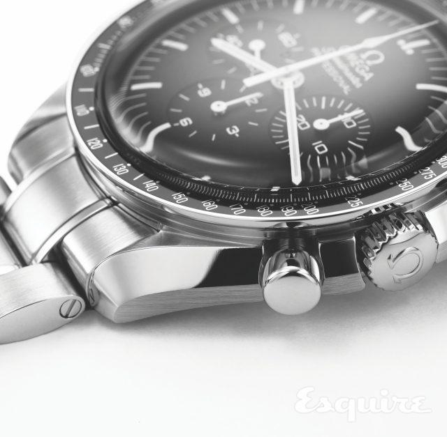 대형 시계 브랜드가 케이스 표면을 마감한 솜씨는 정말 훌륭하다. 폴리싱과 브러싱의 완성도와 밸런스, 태키미터 스케일의 미세하면서도 정확한 인쇄. 확대해서 봐도 실수가 없다.
