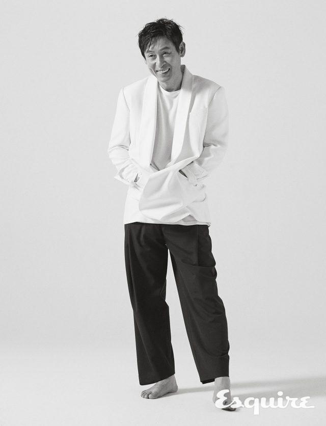 재킷 김서룡. 티셔츠 스타일리스트 소장품. 바지 우영미.