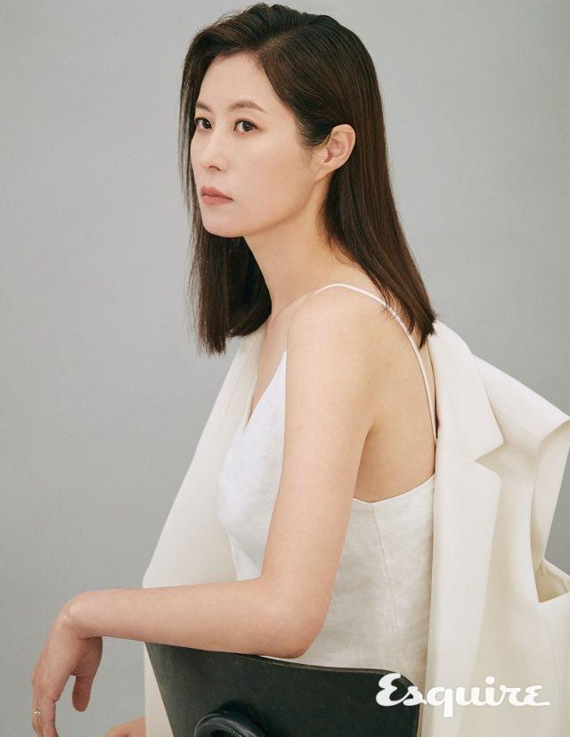 시스루 블라우스 앤유. 스커트 셀린느. 구두 스타일리스트 소장품.