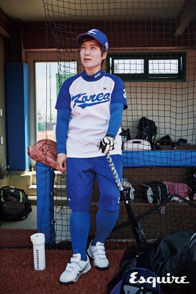 """3 김소연 / 내야수, 1992년생""""단체 운동이지만 제 플레이 하나로 분위기가 역전될 때 제일 신나요. 야구는 기 싸움이라 감정을 드러내지 않는 게 중요한데, 요즘 그 부분을 잘하고 있어요."""""""