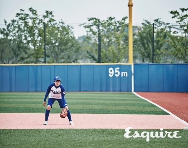 """54 정혜민 / 투수, 1981년생""""대학교에서 야구를 처음 접했어요. 직업이 학교 선생님인데, 아이들에겐 비밀로 하고 싶어요. 그냥요. 백넘버도 큰 의미 없어요. 연습장이 오포읍에 있어서 54예요. """""""