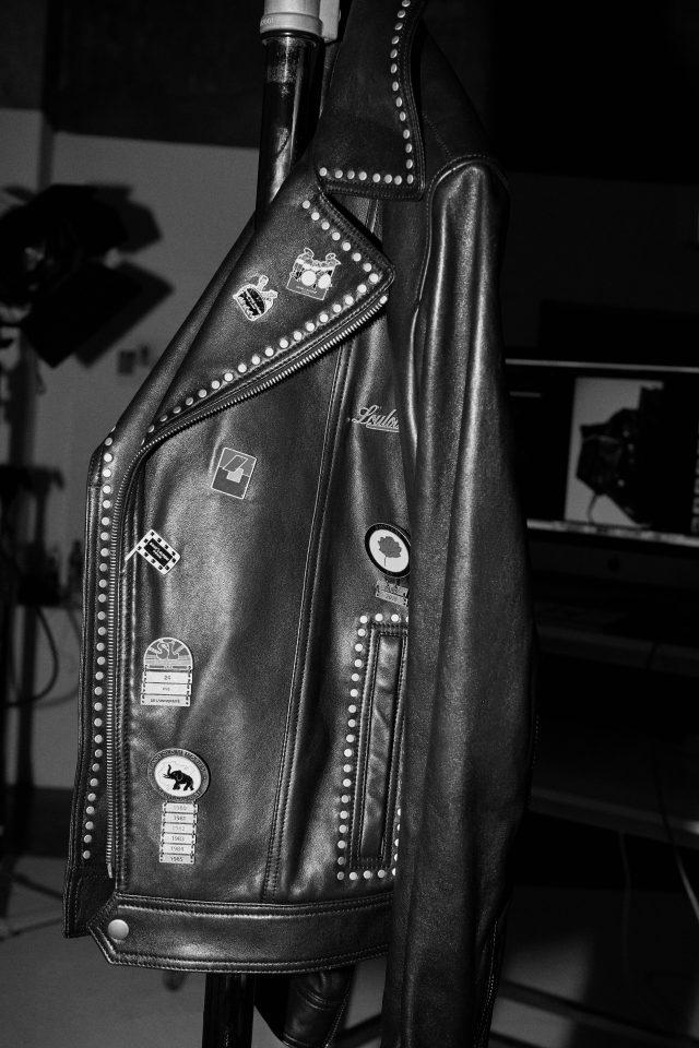 패치 장식을 더한 양가죽 재킷 692만5000원 생 로랑 by 안토니 바카렐로.