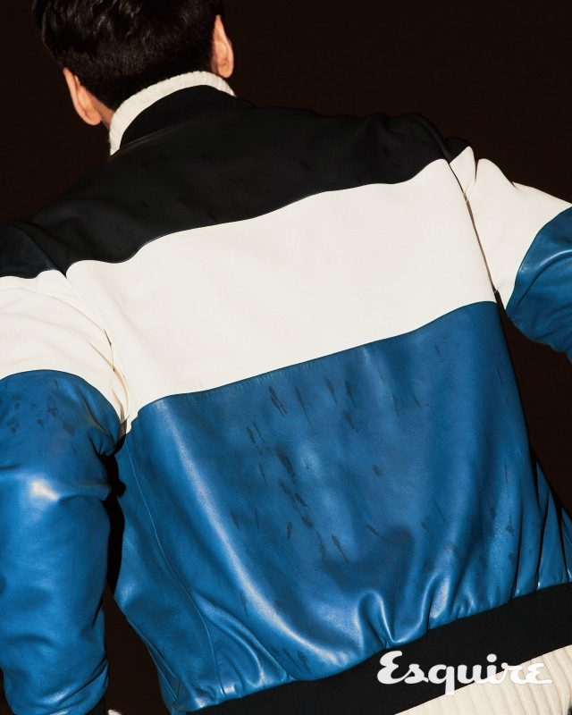 가죽 블루종 135만원, 터틀넥 스웨터 59만원 모두 보스 맨.