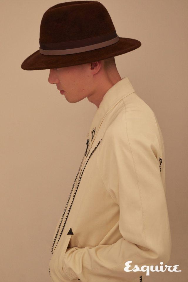 갈색 울 페도라 30만원 카민스키. 흰색 웨스턴 셔츠 가격 미정 코치 1941.