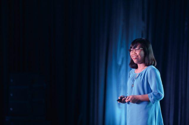 강연 중인 베트남의 농업 기업가 트랑 트란