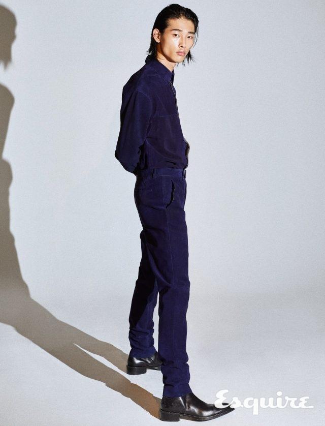 스웨이드 셔츠 가격 미정, 스웨이드 바지 가격 미정, 부츠 315만원 모두 벨루티.