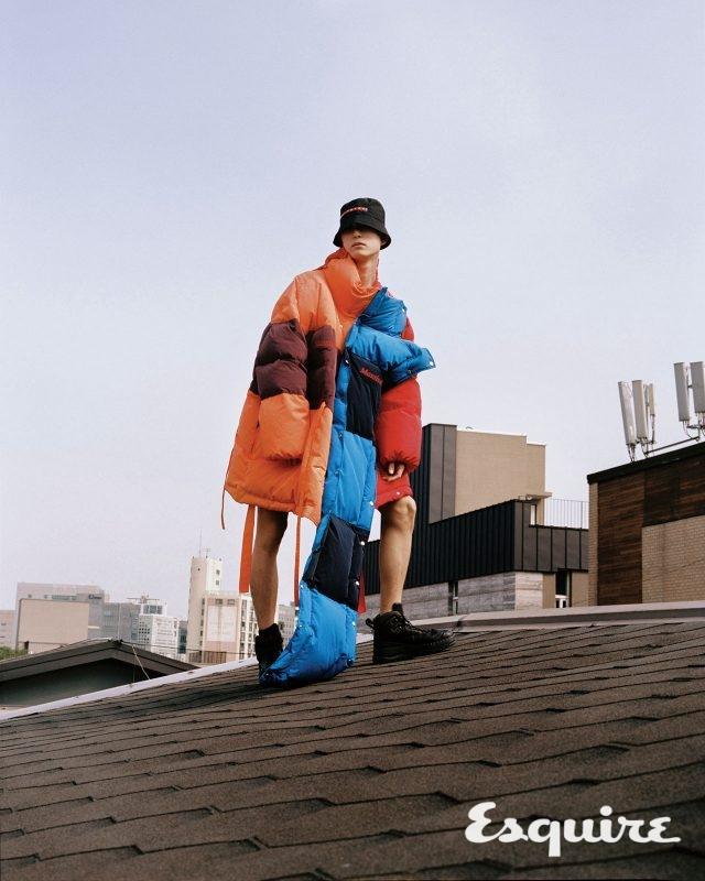패딩 재킷 가격 미정 막시제이. 부츠 54만8000원 캠퍼 × 키코 코스타디노브. 버킷 해트 가격 미정 프라다.