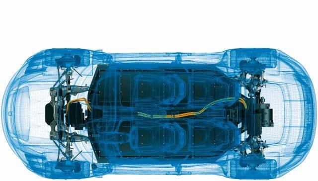 최고 출력은 600마력 이상, 정지에서 시속 100km 가속 시간은 3.5초 미만 . 이런 숫자는 그저 상징일 뿐이다. 순수 전기 스포츠카 타이칸의 진짜 도전은 포르쉐 다운 감각을 표현해내는 것에 있다.
