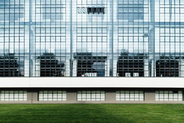 Dessau-Roßlau Bauhausgebäude / Bauhaus building (1925–26) Fassade, Architekt / architect: Walter Gropius Photo: © Tillmann Franzen, tillmannfranzen.com © VG Bild-Kunst, Bonn 2018