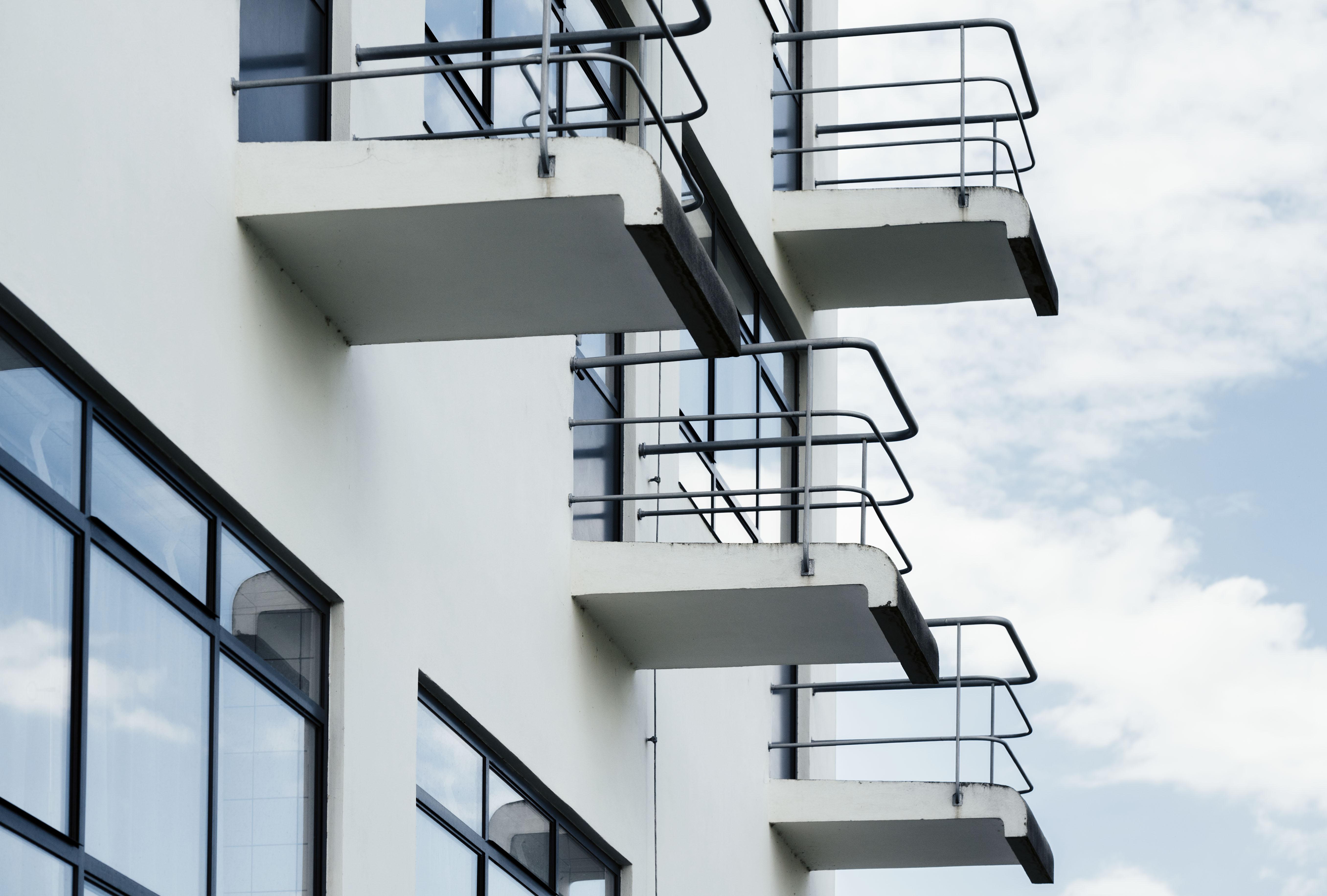 Dessau-Roßlau Bauhausgebäude / Bauhaus building (1925–26) Balkone des Atelierhauses, Architekt / architect: Walter Gropius Photo: © Tillmann Franzen, tillmannfranzen.com © VG Bild-Kunst, Bonn 2018