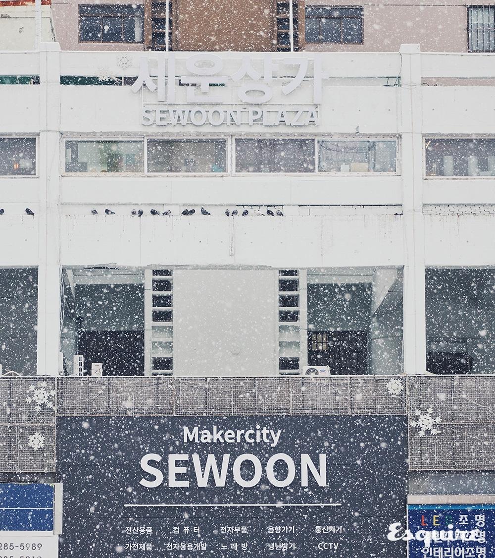 1967년에 김수근 건축가가 설계한 세운상가. 세운상가, 청계상가, 대림상가, 삼풍상가, 인현상가, 진양상가를 세운상가라 칭한다.