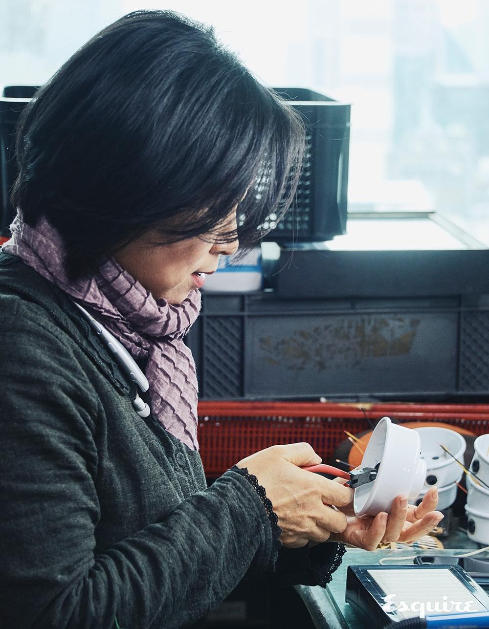 진공관 오디오를 수리하고 제작하는 수리수리 협동조합의 이승근 장인.