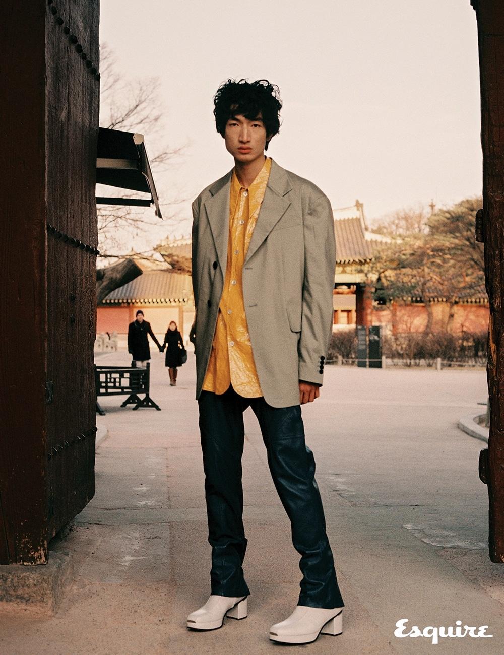 재킷, 셔츠, 바지, 부츠 모두 가격 미정 우영미.