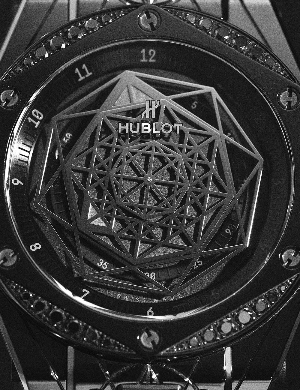 HUBLOT빅뱅 원 클릭 상블루 올 블랙 다이아몬즈 2300만원대.