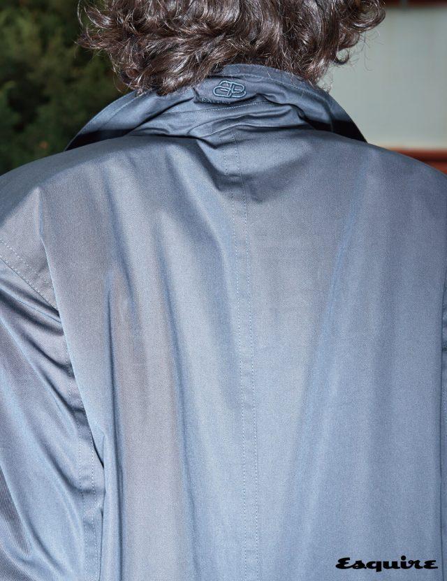 각진 스퀘어 숄더 디테일의 카 코트 가격 미정 발렌시아가.