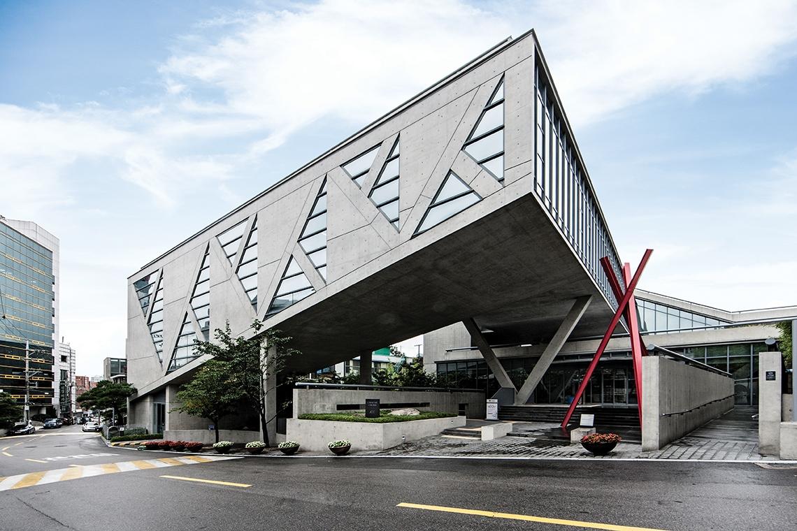 서울 사대문 안에 처음으로 세워진 안도 다다오의 건축물을 소개한다.