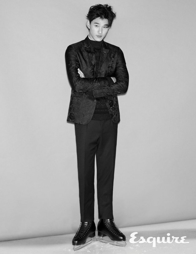 재킷, 니트 톱, 셔츠, 바지 모두 가격 미정 에르메네질도 제냐 쿠튀르 컬렉션.