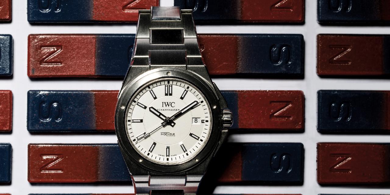 비싼 물건일수록 관리가 중요하다. 기계식 시계도 마찬가지다.