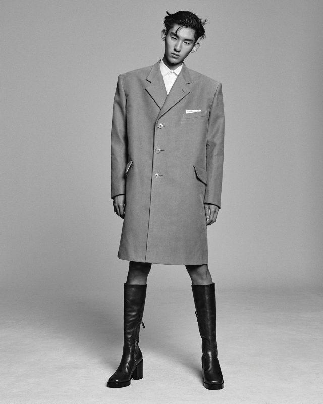 코트 370만원대, 셔츠, 부츠 모두 가격 미정 발렌시아가.